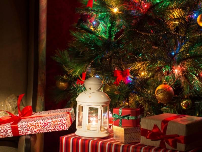 Подарки под елкой. Новогодние обои на рабочий стол