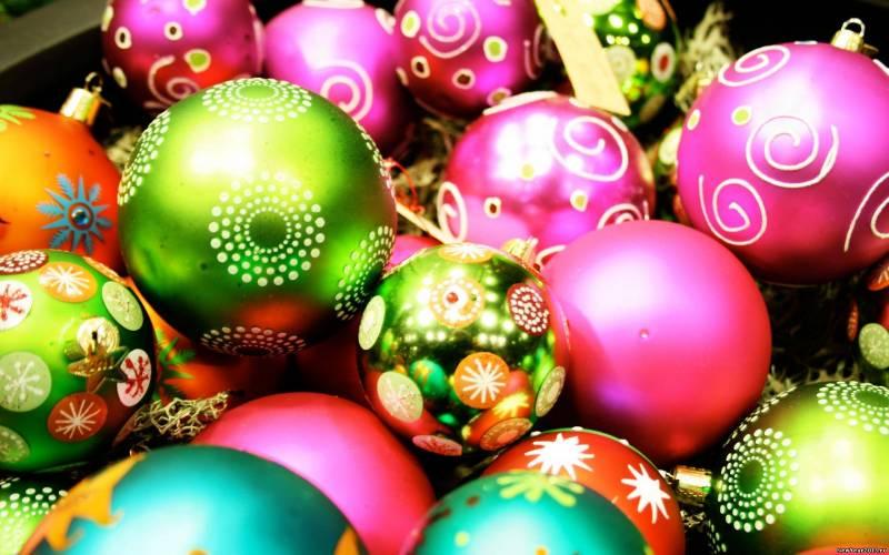 Обоя с ёлочными шарами. Новогодние обои на рабочий стол